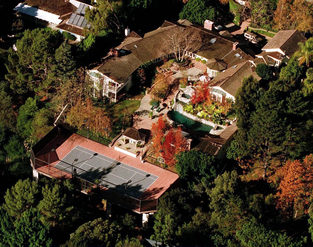 Jim carrey brentwood celebrity homes lonny for The brentwood