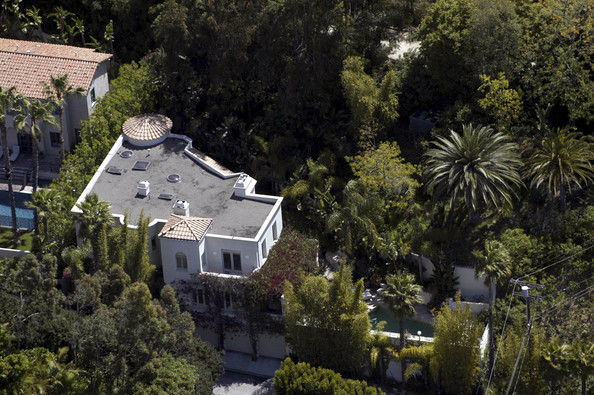 halle berry hollywood hills   celebrity homes   lonny