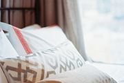 Bedding with a mix of geometric patterns