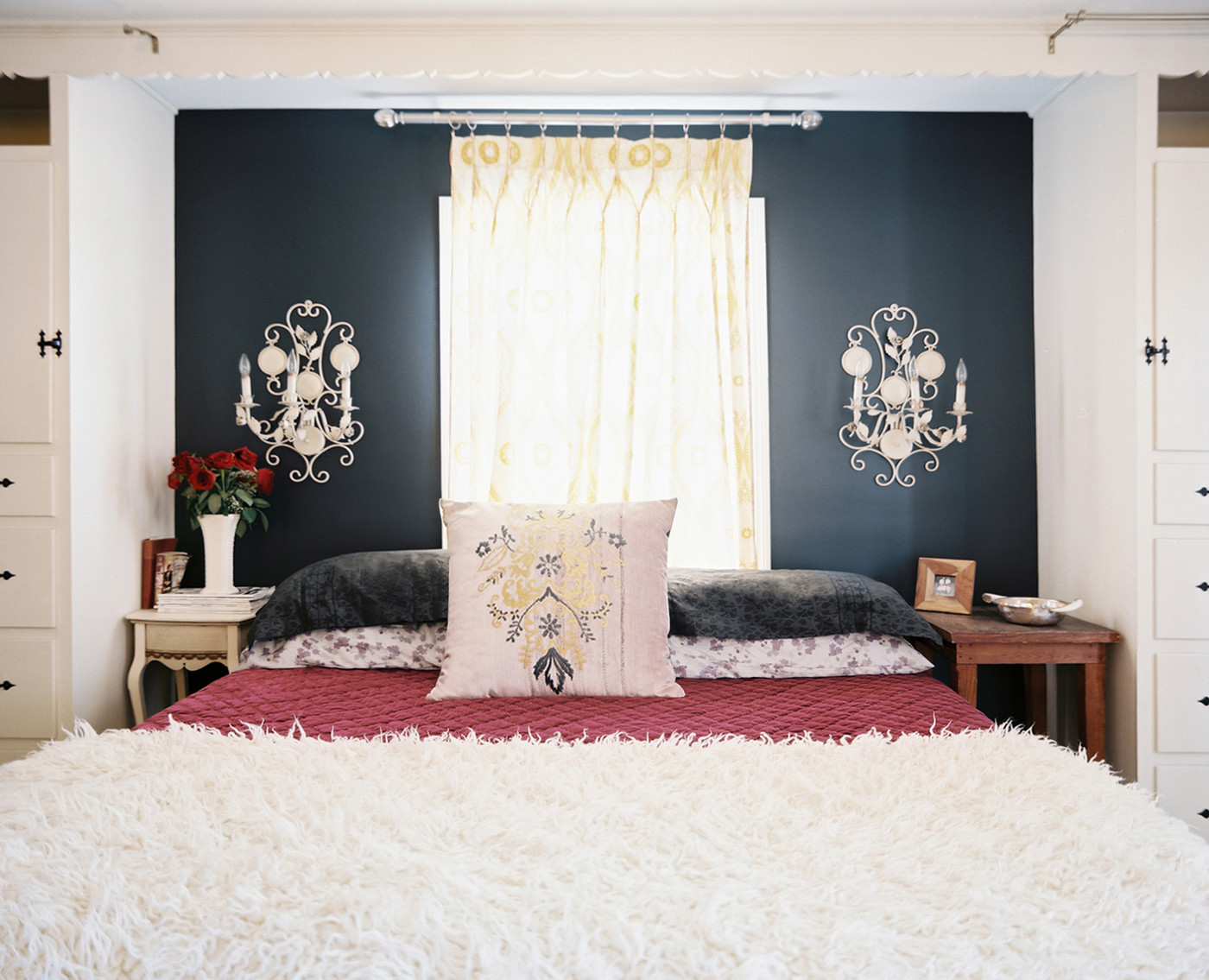 Dark bedroom walls do or don 39 t design inspiration lonny Accent wall do s and don ts