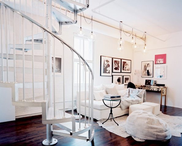 Modern living room photos 139 of 573 lonny for Living room with staircase decoration