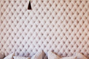 Pink wallpaper with a trompe l'oeil tufted effect