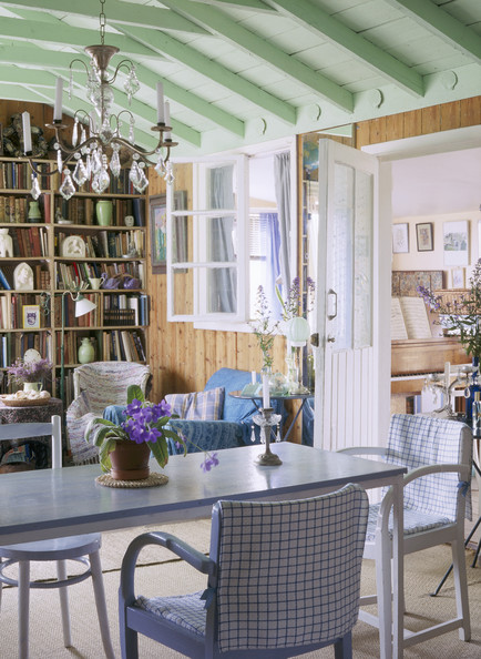 Country-Style Dining Room