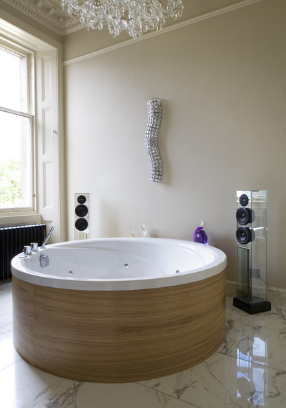 Round Bathtub Photos (1 Of 3)
