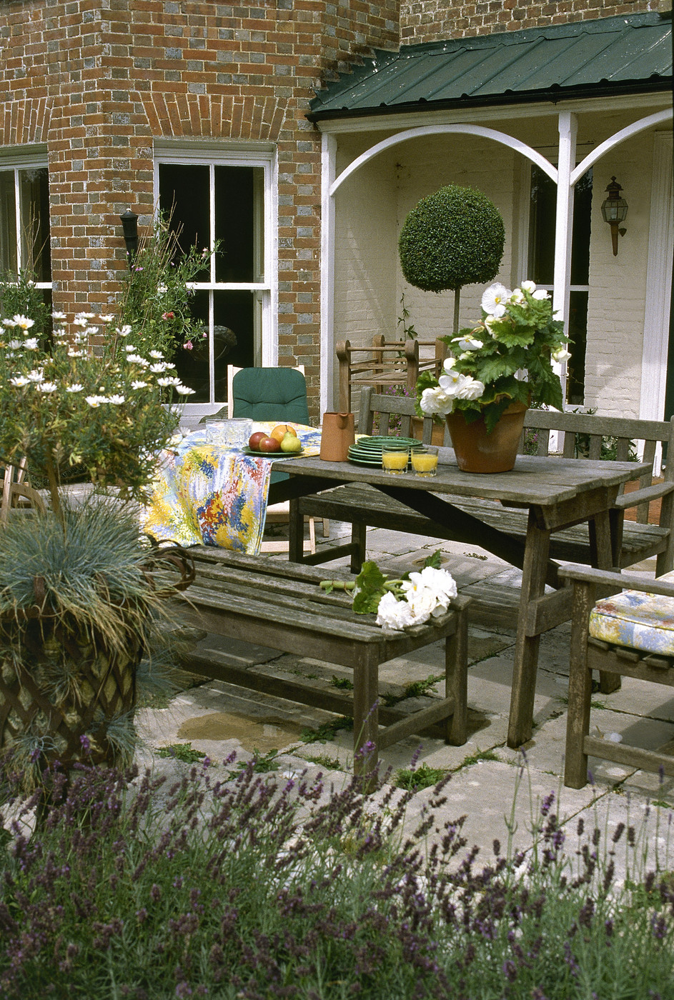 Country patio outdoor patio design ideas lonny for Garden patio design ideas
