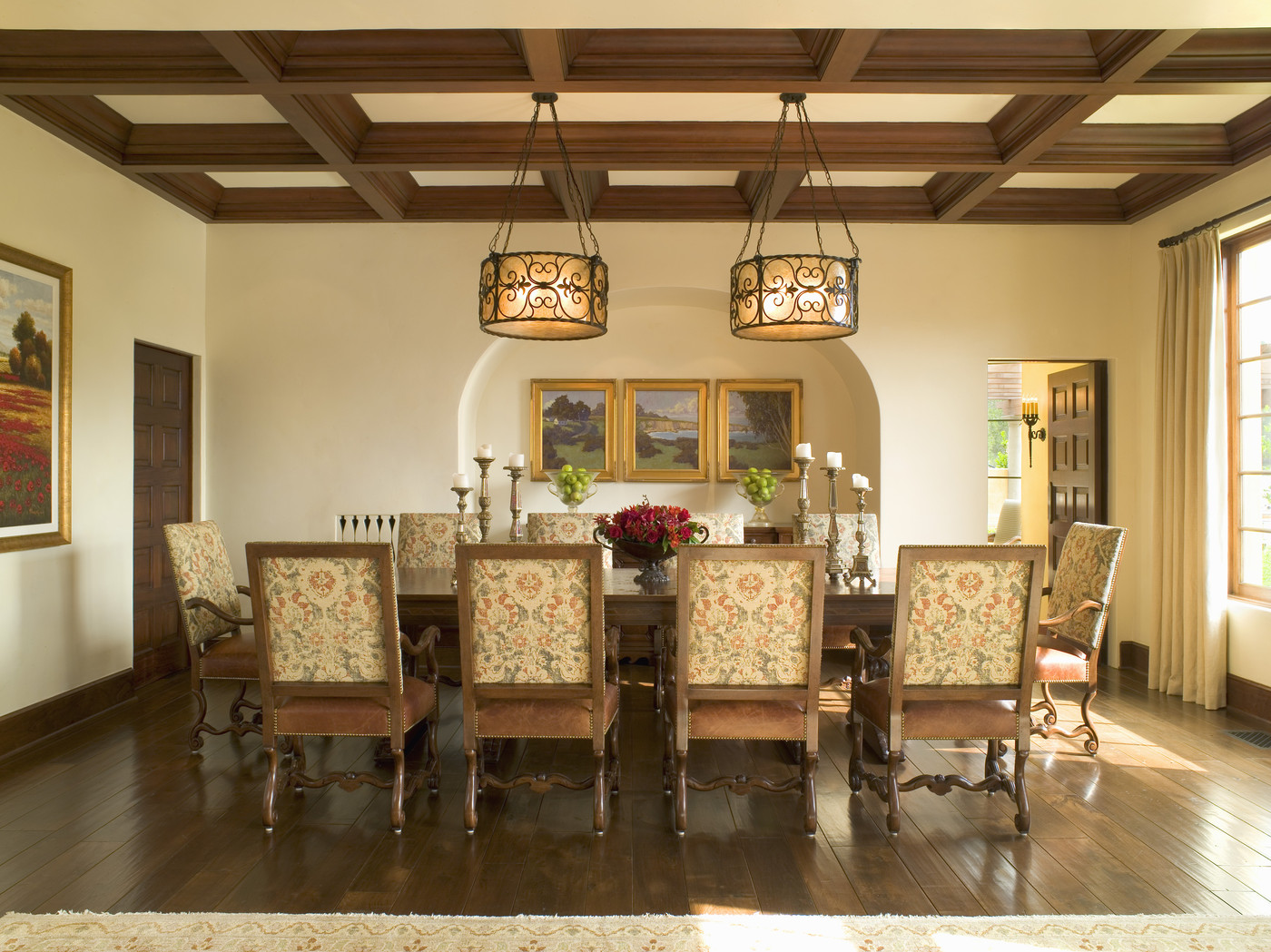 Traditional dining room dining room decorating ideas lonny for Traditional dining room design
