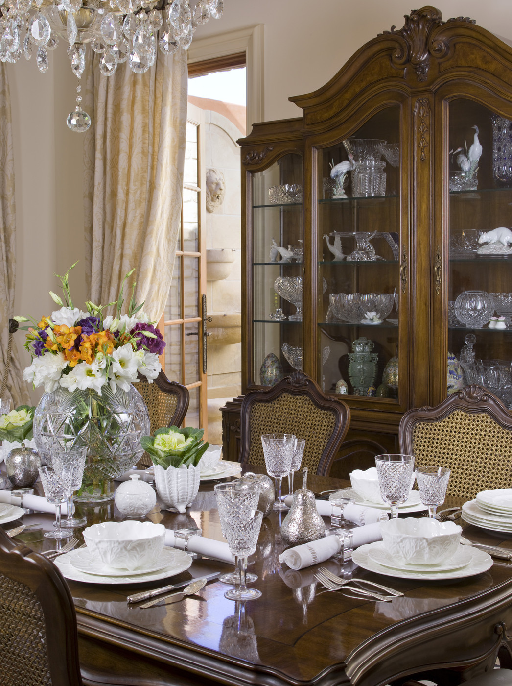 Traditional Brown Dining Room Dining Room Decorating