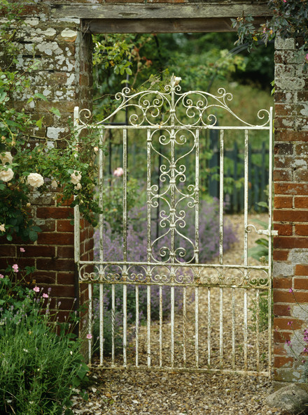 Rustic gate photos design ideas remodel and decor lonny for Rustic garden gate designs