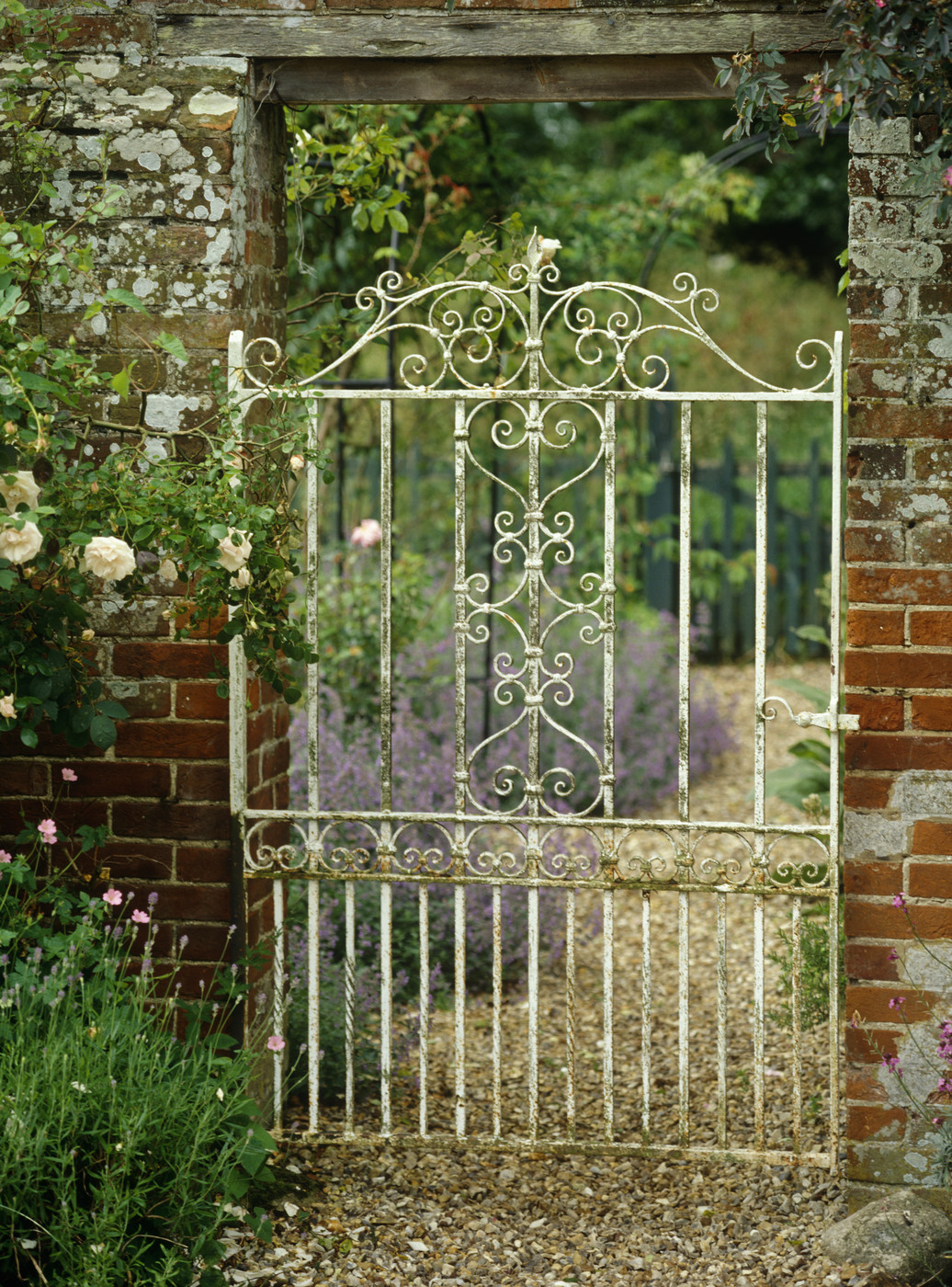 Rustic gate photos design ideas remodel and decor lonny for Garden gate designs wood rustic