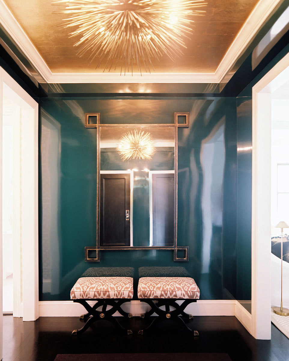 With smoldering peacock-blue lacquered walls and a ceiling that resembles goldvermeil, the entryway greets visitors with drama and panache.