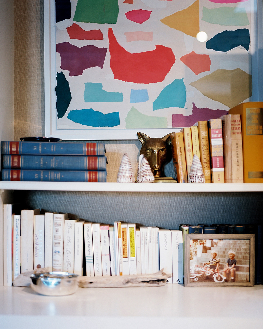 A coordinated shelf in designer Lulu de Kwiatkowski's L.A. home.