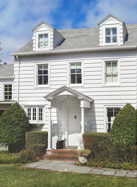 Home Tour: A Whitewashed Family Cottage in the Hamptons