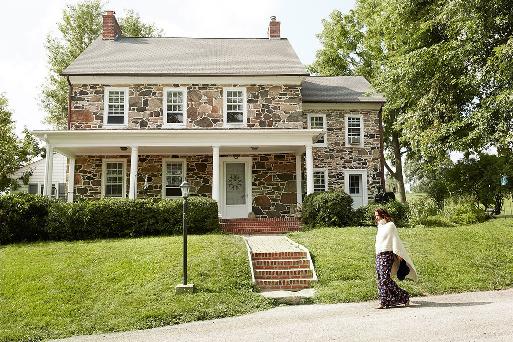 Rock solid home tour josie maran at her pennsylvania for Maran house