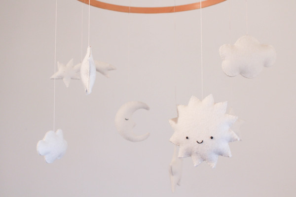 Make This Now An Adorably Minimalist Diy Baby Mobile Lonny