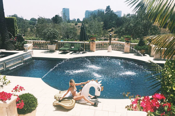 Sofia Richie's Pool Fountain