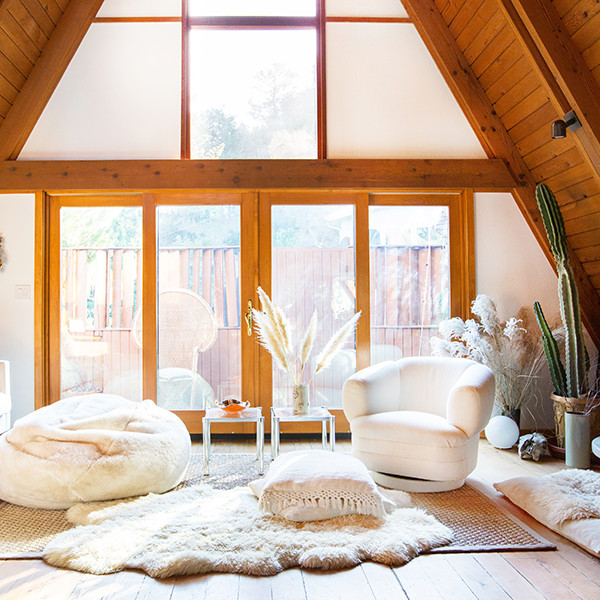 How You Should Decorate For The Holidays, According To Your Zodiac Sign