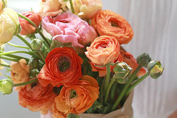 DIY To Try: How To Wrap A Fresh Flower Bouquet