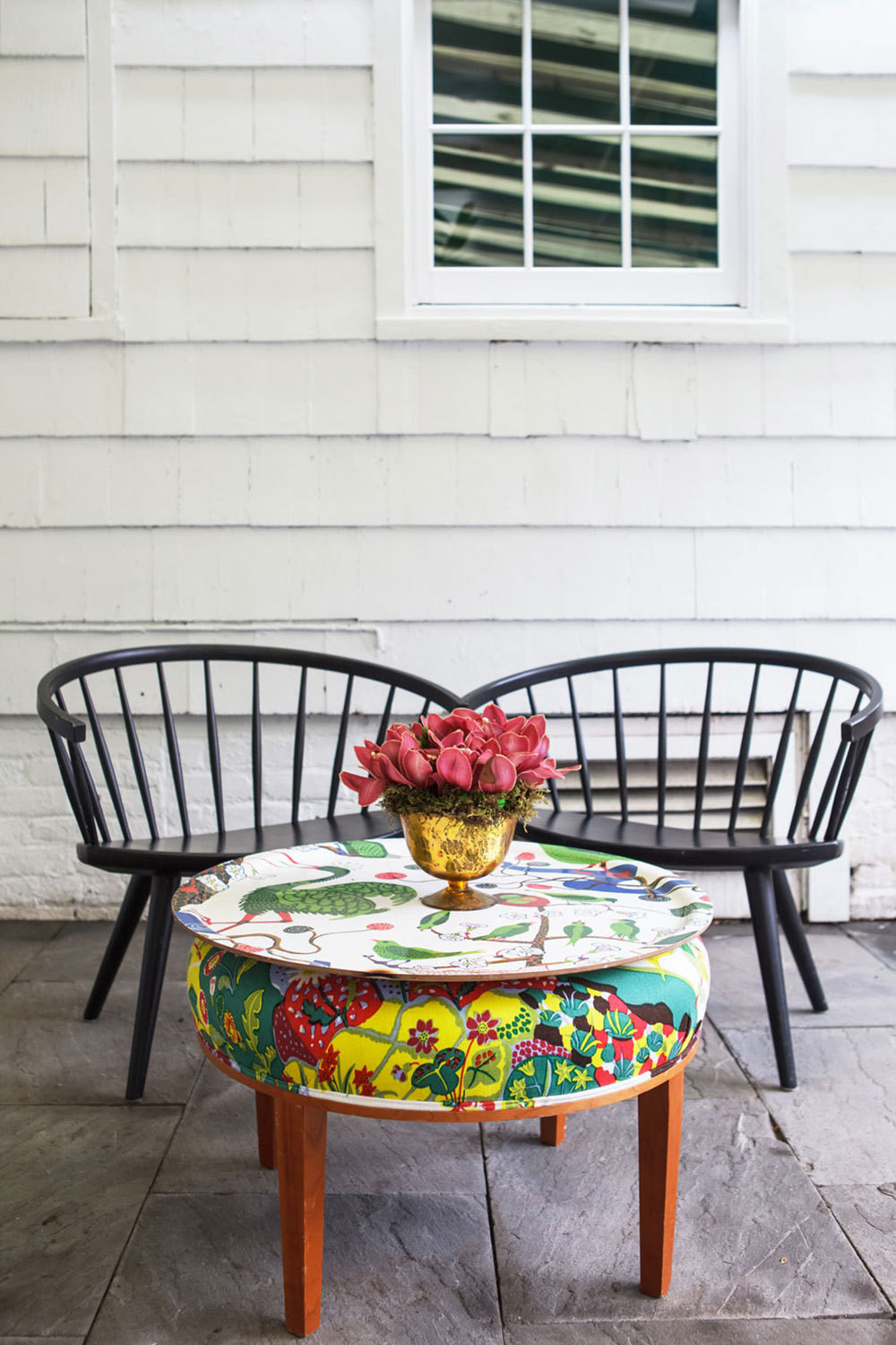 A bold table and tray brighten up an outdoor area.