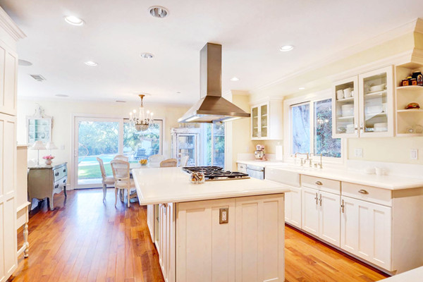 All White Kitchen - See Dakota And Elle Fanning\'s Childhood Home - Lonny