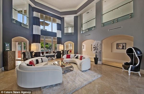 Jason Derulo's Living Room