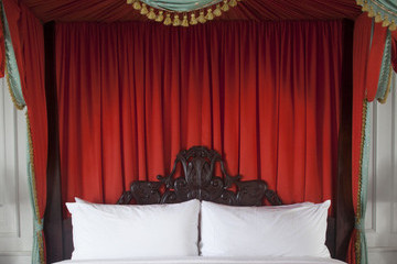Do It Yourself: A Bed Canopy Fit for a Queen