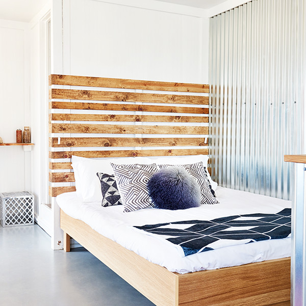 how to make small bedrooms feel large