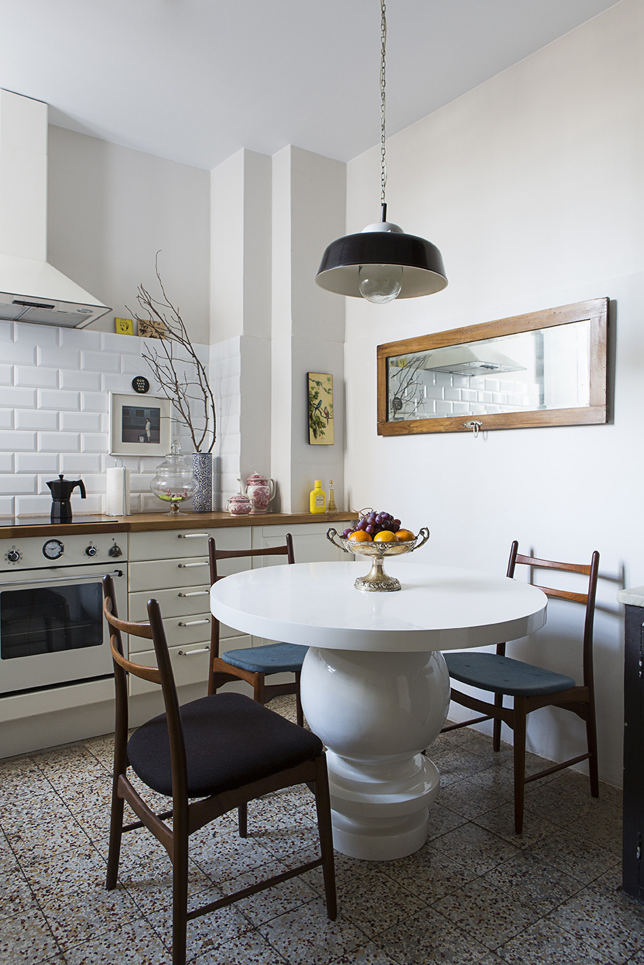 Ten Tips: A Barcelona Apartment Where Midcentury and Antique Collide
