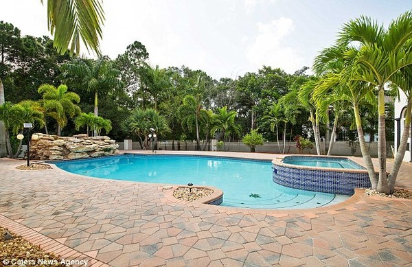 Jason Derulo's Backyard