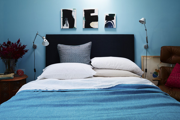 6 Different Ways to Style Your Pillows