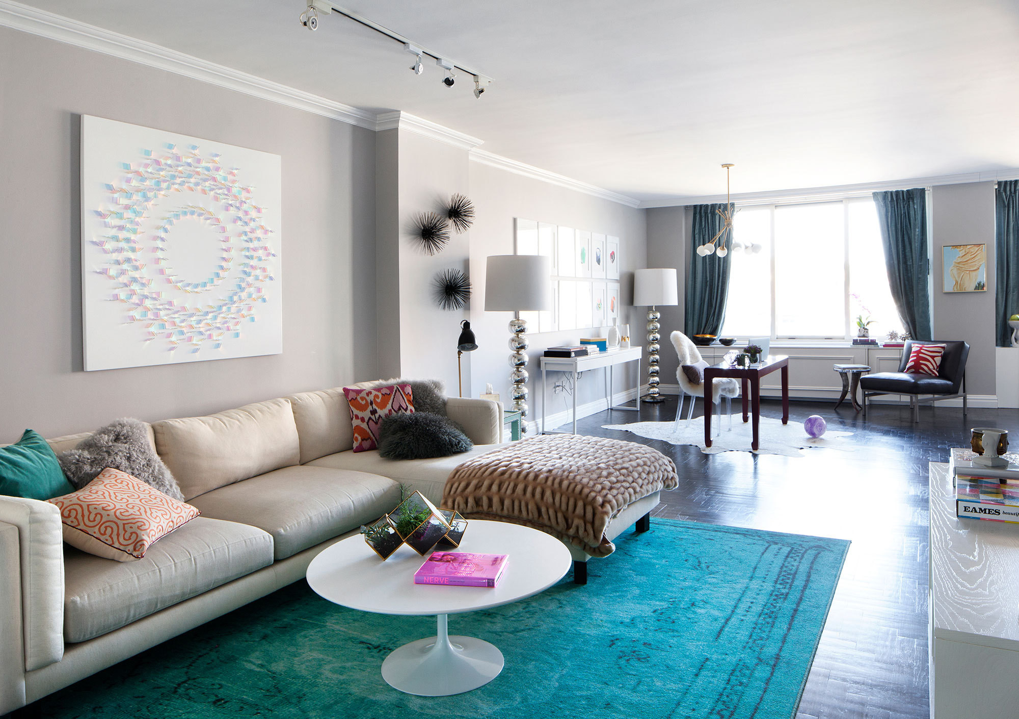 For her art collecting client and two young children, designer Diana Mui transformed a boring beige rental into a spaceequally suited for gallery-worthy displaysand casual family hang outs.