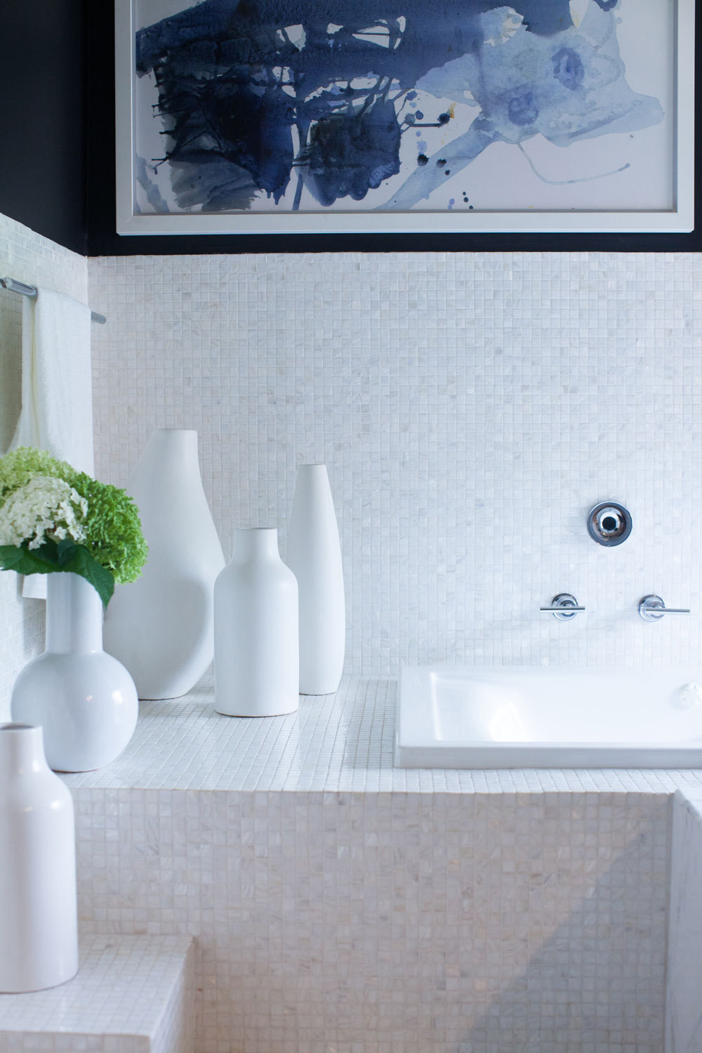 Oropeza's master bath features Vetro Neutra Bianco Lux mosaic glass tile.