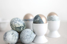 DIY Marbled, Gold-Dipped Easter Eggs