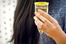 Sips and Tips: Champagne Étoile and The Gleaming Glitter Mani