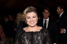 Kelly Clarkson Glams Up for Muhammad Ali's Celebrity Fight Night